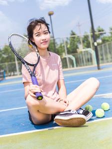 粉嫩少女清新户外网球写真俏皮十足
