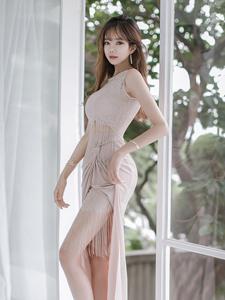 纤细小蛮腰可爱嫩模裸色长裙飘逸唯美