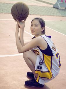 帅气篮球少女活力写真甜美笑容迷人