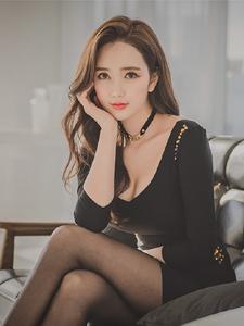 黑丝女郎李妍静私房沙发气质写真