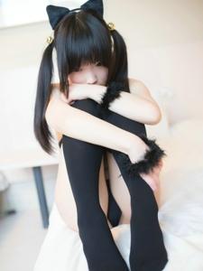 清纯黑丝双马尾小萝莉拇指兔过膝袜迷人写真