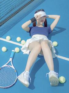 清新网球少女蓝色运动服吸睛写真