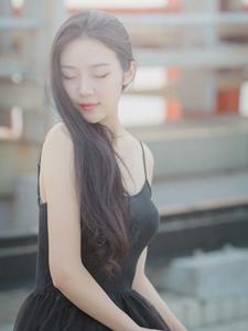 梦幻吊带少女天台唯美意境写真