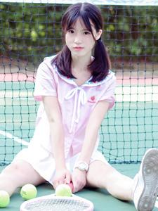 粉嫩可爱少女清新双马尾网球写真