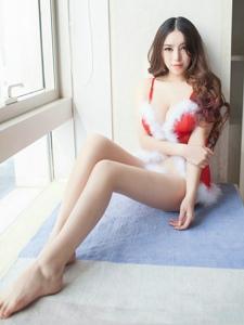 圣诞妖娆白净美女粉嫩私房长腿诱惑写真