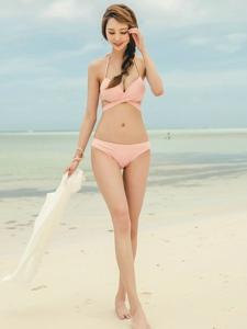 海滩上的比基尼美女高挑美腿魔鬼身材