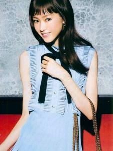 桐谷美玲清新气质时尚杂志扫图