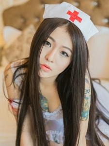 爆乳小护士的纹身私房性感迷人魅力十足