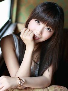 素颜黑长直美女纯美微笑私房迷人写真