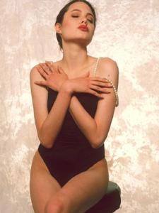 16岁的安吉丽娜·朱莉美的不可方物