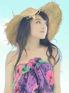 晴天碧海小清新草帽美女阳光靓丽很迷人