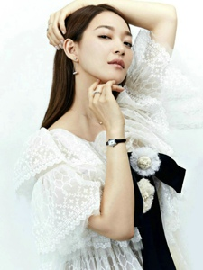 韩国女星申敏儿受邀登上ELLE新加坡版10月刊封面