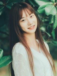 瓜子脸白裙刘海清纯美女甜美阳光很迷人