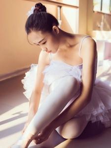 舞房内的芭蕾舞少女清新怡人