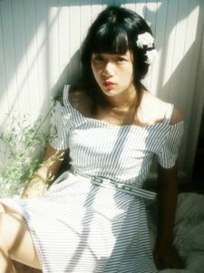 私房阳光照射温暖美女花香四溢