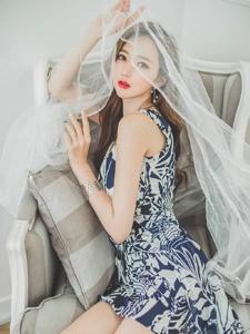艳丽红唇美模披头纱梦幻美艳沙发诱惑