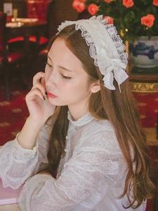 文艺娇俏妹子安静如花般美丽