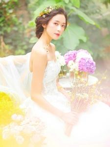 气质花仙子婚纱美女花香四溢