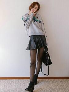 黑丝长腿高挑短发美女私房温馨楚楚动人