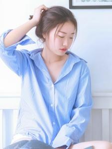 私房衬衫美女安静柔美红唇娇艳