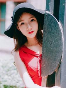 户外红裙美女靓丽吸睛耀眼魅惑