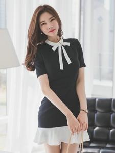 笑容迷人的美模时尚黑白裙气质典雅