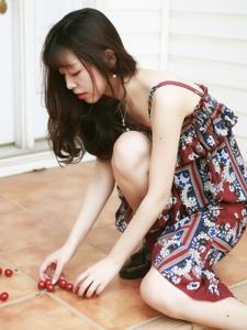 樱桃连衣裙美女娇美文静迷人写真