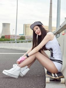 娇媚单板性感丝袜美女公路写真