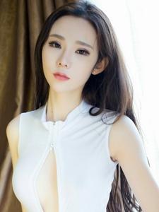深V爆乳美女萌琪琪白皙肌肤妩媚写真