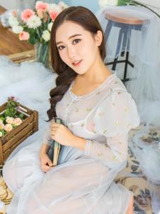气质美女麻花辫白纱文静柔美写真
