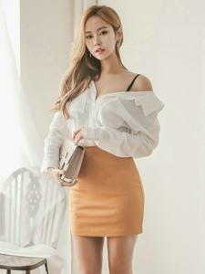 金发模特透明白衬衫露锁骨细长长腿诱惑