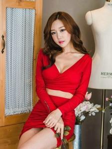 试衣店里的妖媚美模红裙纤细小蛮腰美胸吸晴