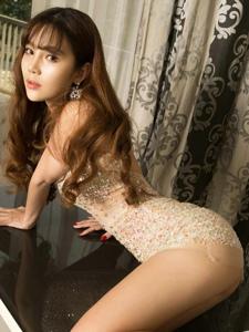 性感御姐靓丽紧身肥臀前凸后翘美艳绝伦