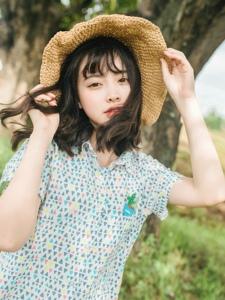 清新户外草帽连衣裙少女娇美可人