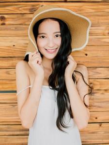 长发女神夏日清凉笑容养眼写真