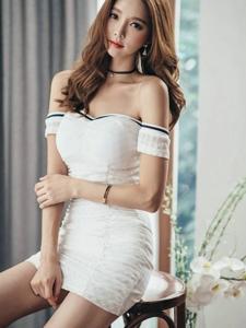 窗帘美模抹胸紧身裙前凸后翘美艳绝伦