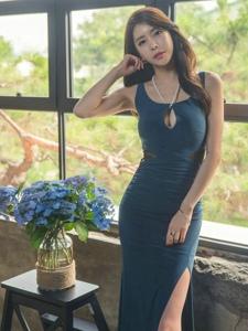 蓝色妖姬模特成熟稳重展知性美美乳迷人
