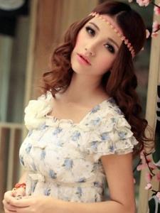 甜美纯真女神金甜甜完美身材展示各种诱人长裙