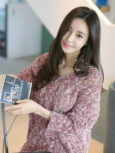 超高颜值的漂亮韩国美女长发靓丽充满女神范