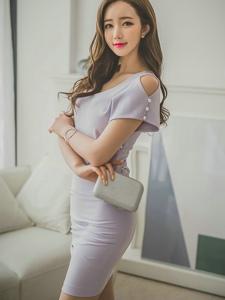 卧躺沙发美模紫罗兰裙清新素雅