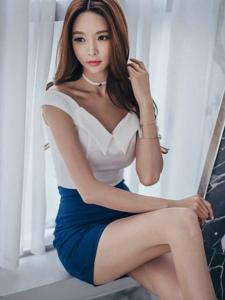 窗帘模特翘臀诱惑深蓝裙魅力四射小秀锁骨
