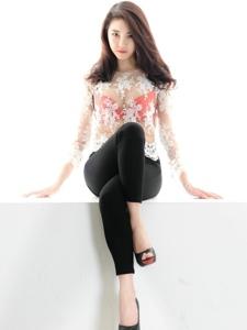 红润甜美的寸裤美女透明上衣美腿诱人写真