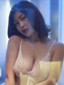 性感女神闫盼盼蕾丝睡衣爆乳情趣丰腴写真