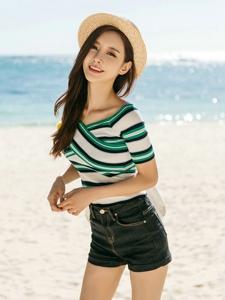 海边度假草帽美模露脐装牛仔美艳写真