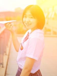 可爱校服圆脸少女清纯笑容可人