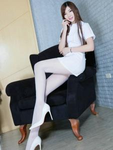 高跟鞋白丝袜细腿美女风韵长发魅力十足