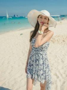 抹胸碎花长裙模特海边迷人写真香肩锁骨大长腿
