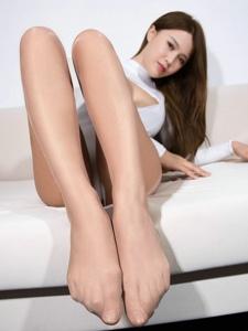 惹火美女若兮爆乳丝袜长腿魅惑撩人