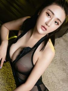 性感美女张鑫淼情趣透视黑纱爆乳诱人写真