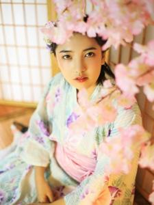 樱花丛中的和服姑娘清丽香甜写真